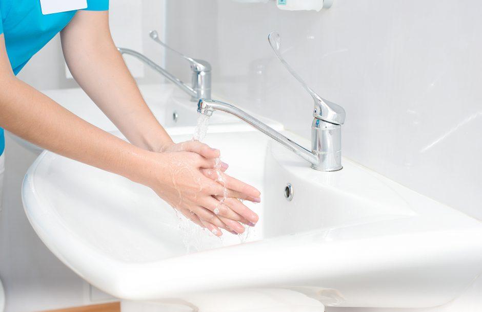 Tyrimas: medikų žinios apie rankų higieną itin menkos