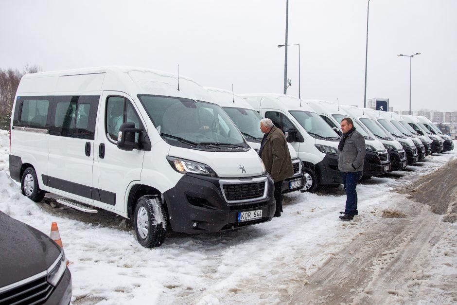 Neįgaliesiems nupirkti nauji autobusiukai