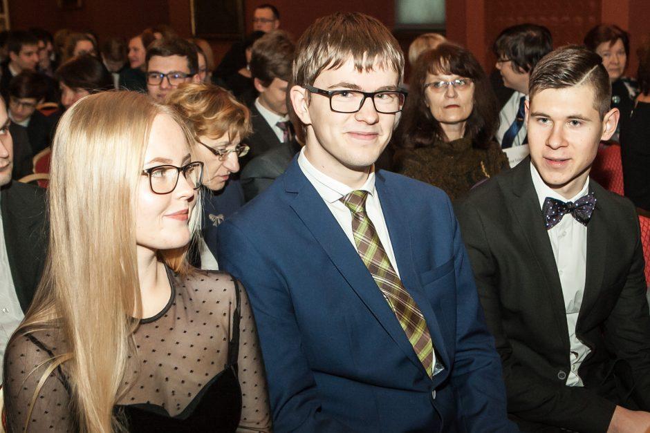 Už medalius olimpiadose apdovanoti talentingiausi Lietuvos mokiniai