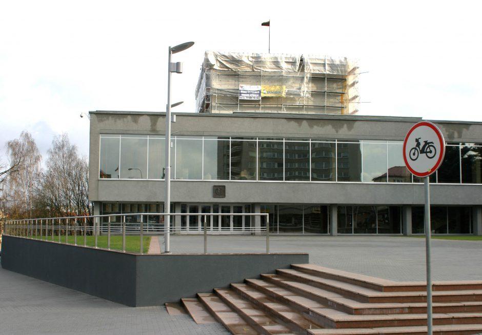 J. Miltinio teatro vadovas kaltinamas seksualiniu priekabiavimu