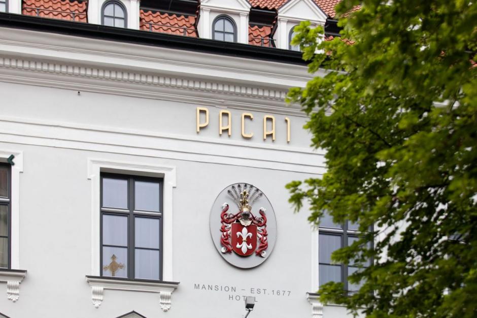 Lenkijos ambasada keliasi į istorinius Pacų rūmus
