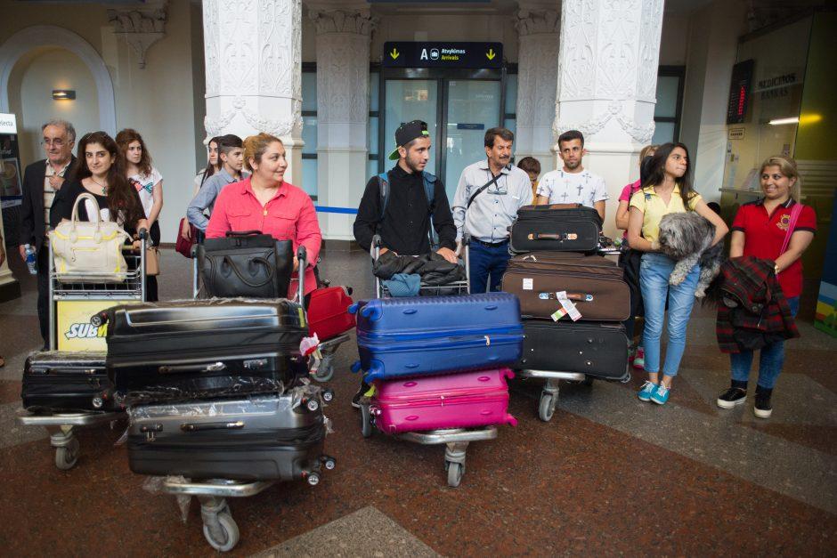 Siūloma suvienodinti socialines garantijas pabėgėliams