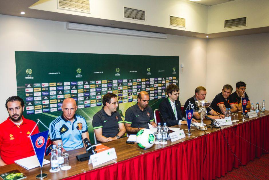 19-mečių futbolo čempionato dalyviai organizatoriams neturi priekaištų