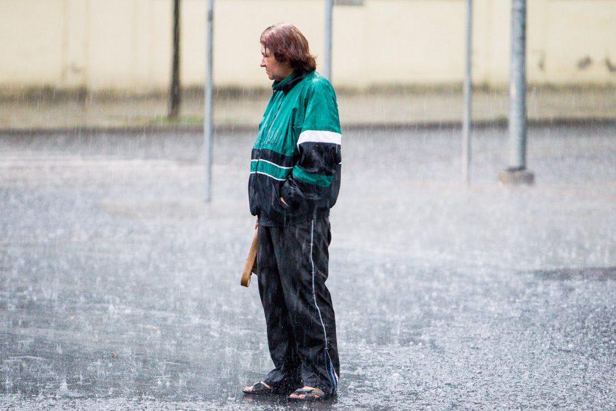 Pavakare Kauną pradėjęs merkti  lietus užtvindė gatves