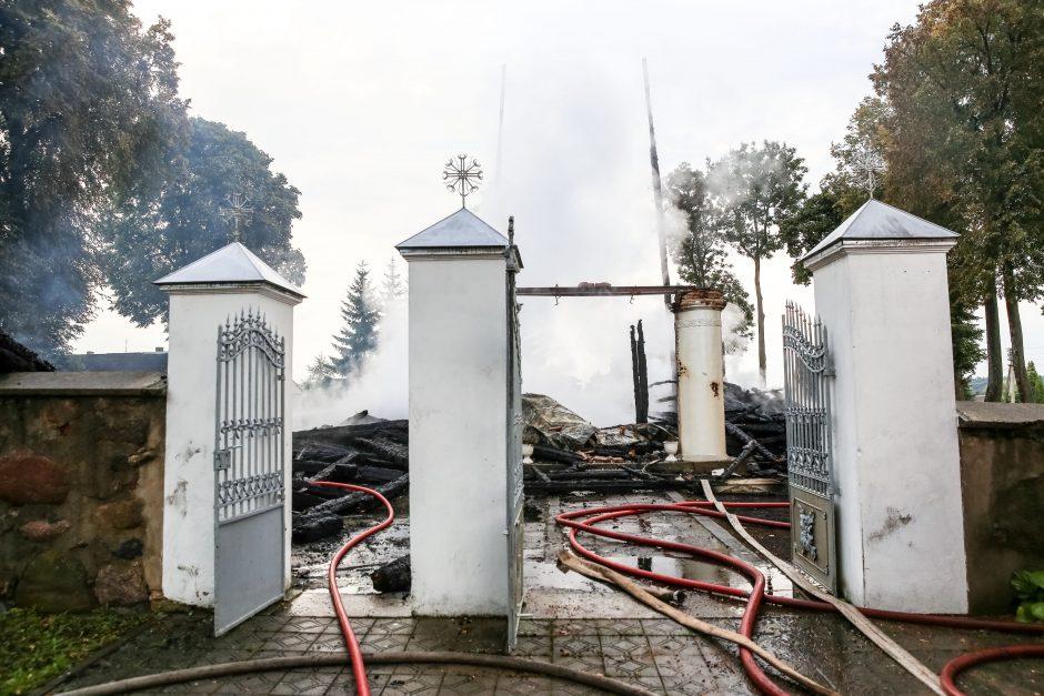 Naktį sudegė Balbieriškio bažnyčia, pražuvo bent 12 kultūros vertybių