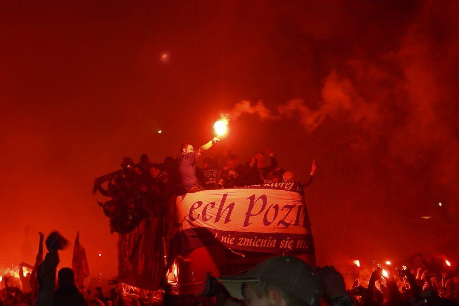 Vilniuje maištauja lenkų futbolo sirgaliai