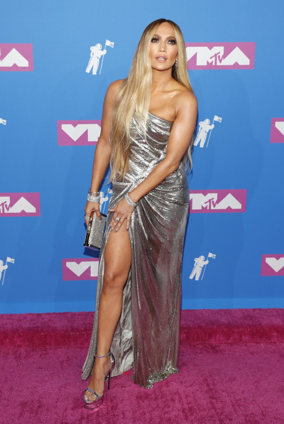 MTV apdovanojimų stilius: rimbai, kaukės, smailios liemenėlės