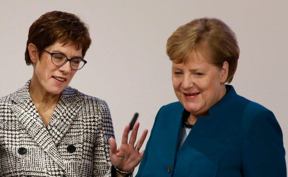 Vokietijos krikščionys demokratai renka ilgametės lyderės įpėdinį