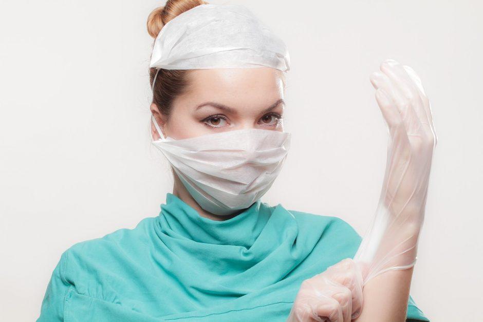 Anksčiau chirurgai operuodavo skalpeliu, dabar – lazeriu ir elektra