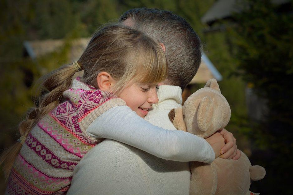Įvaikinimas: didžiausias įtėvių darbas – gydyti vaiko randus, kurie visada liks
