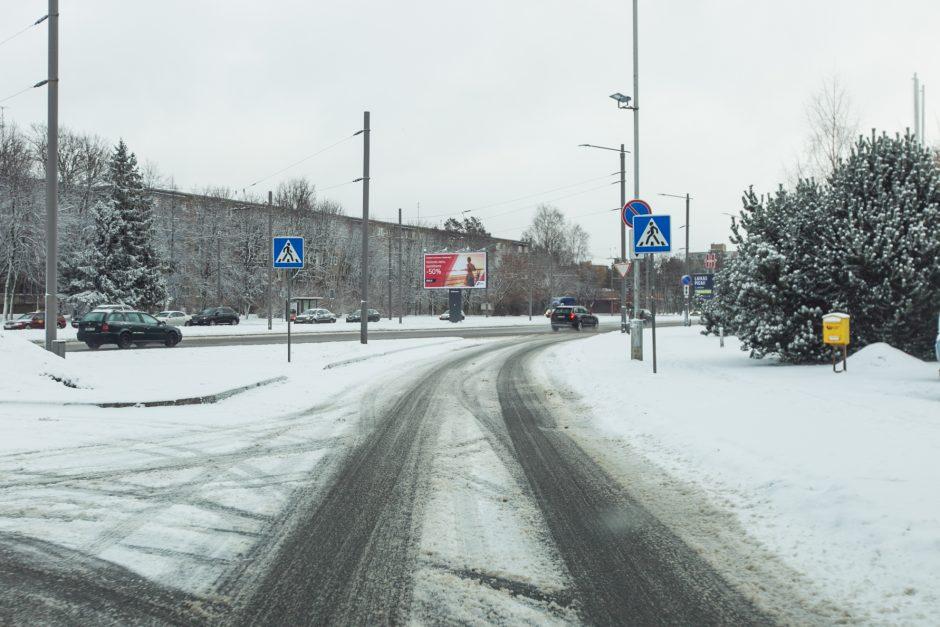 Nepatogumai dėl snygio Kaune: gali vėluoti viešasis transportas
