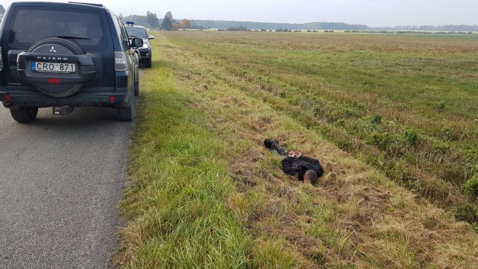 Pasprukti nepavyko: pasieniečiams įkliuvo rūkalus gabenę Šalčininkų rajono gyventojai