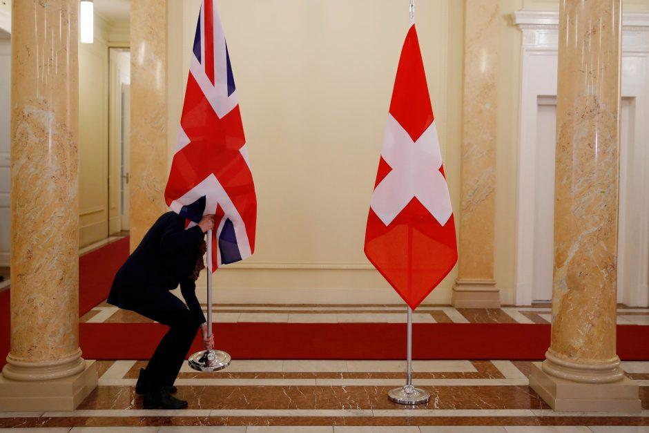 """JK ir Šveicarija pasirašė prekybos po """"Brexito"""" susitarimą"""