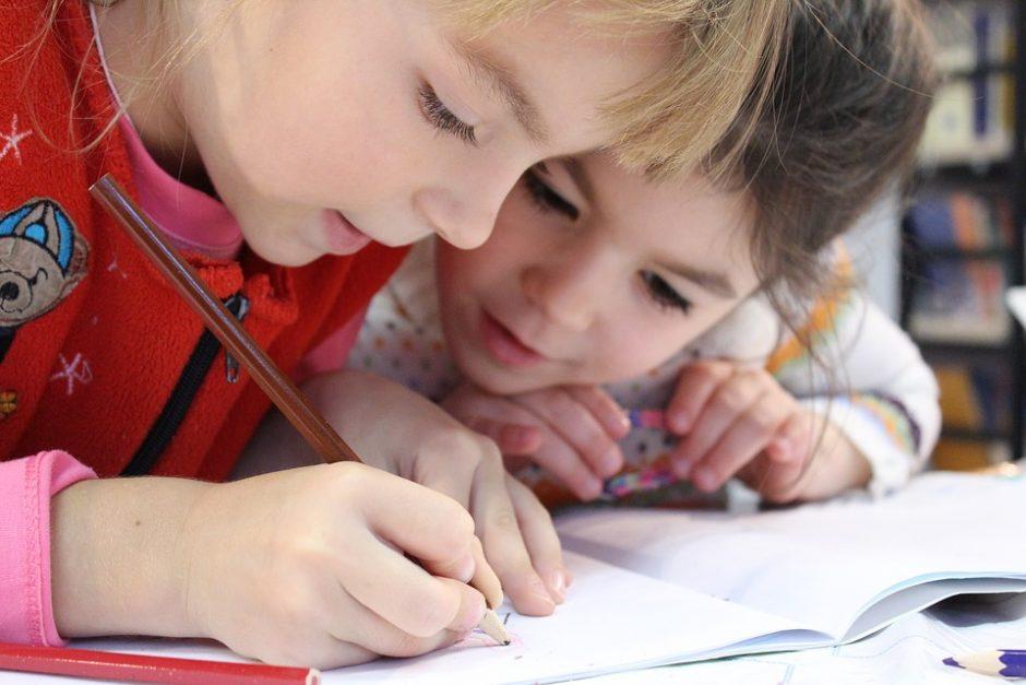 Perspėja apie dažnai nutylimus vaikų iššūkius mokykloje: kaip jiems padėti?