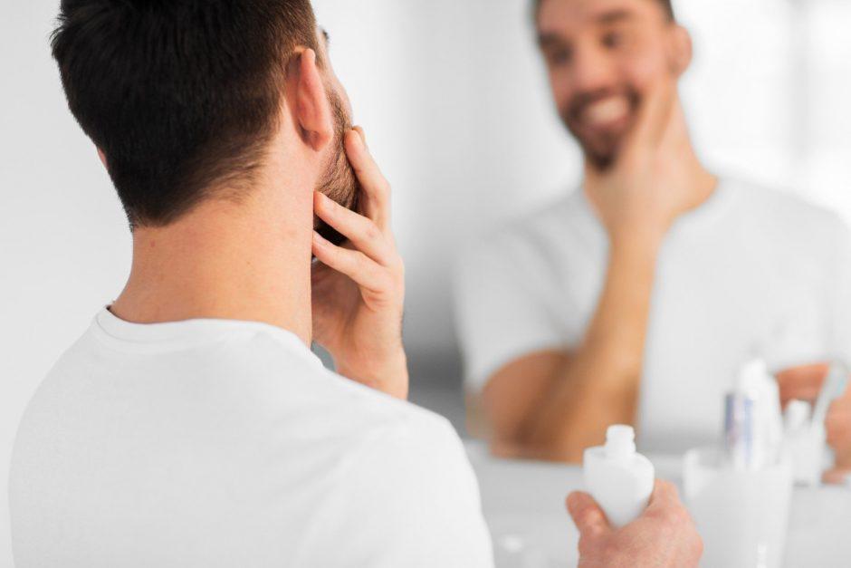 Auga vyriškos kosmetikos paklausa – vyrams nebeužtenka tik dušo želės