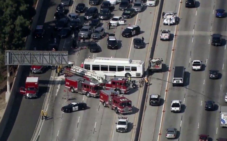 Los Andžele po didelės avarijos greitkelyje hospitalizuoti 25 žmonės