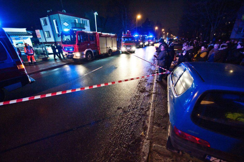 """Lenkijoje penkios """"pabėgimo kambaryje"""" žuvusios paauglės palaidotos drauge"""