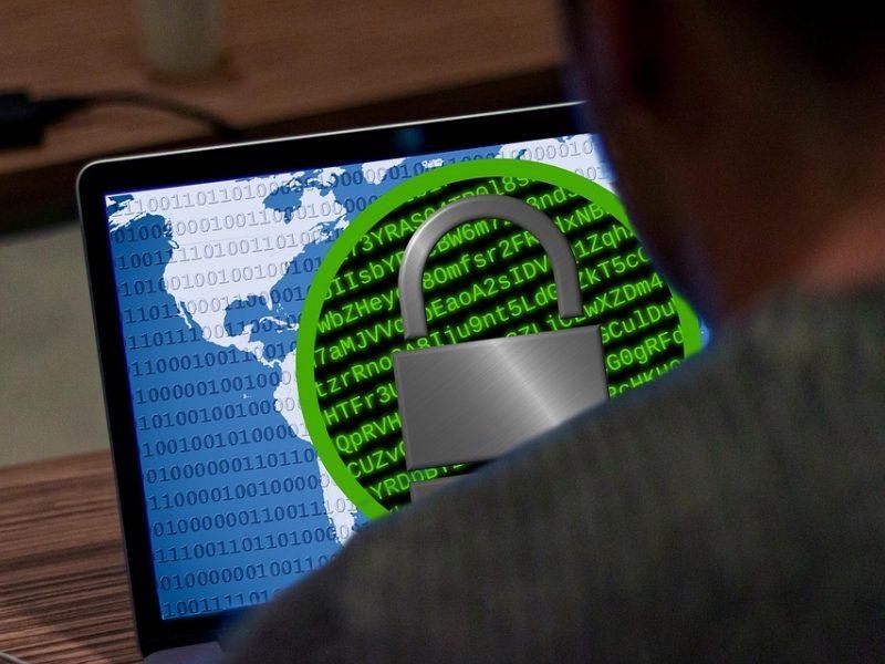 Kibernetinio saugumo ministras prisipažino: nė karto nesinaudojau kompiuteriu