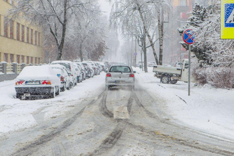 Kauno keliai – vėl tragiški: viešasis transportas gali vėluoti ir valandą
