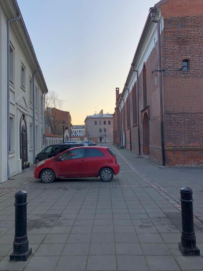 Mokamą Rotušės aikštės parkavimą iškeitė į katedros prieigas?