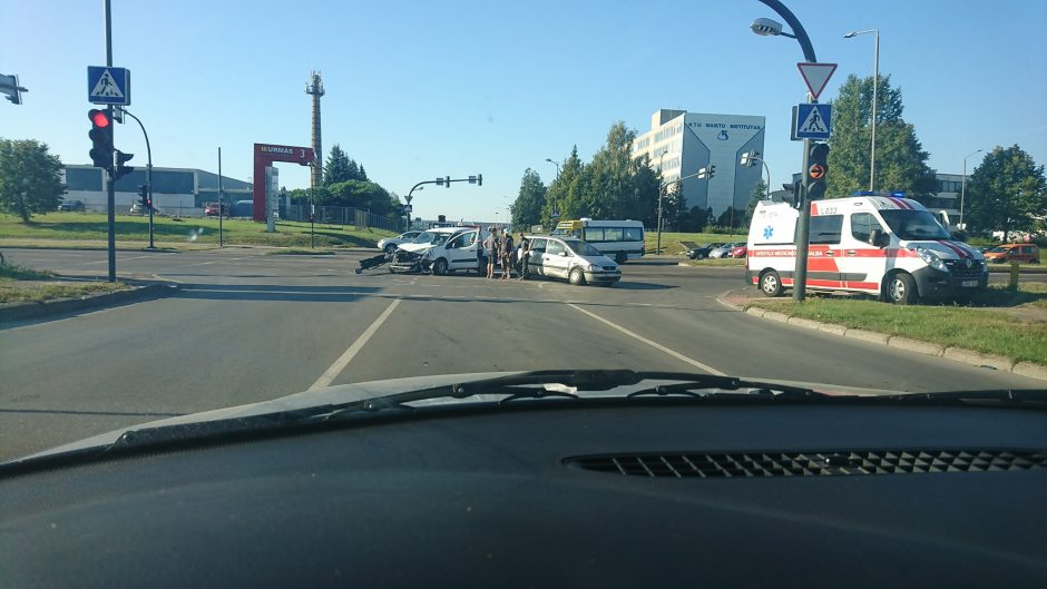 Penktadienis Kaune prasidėjo avarijomis, yra nukentėjusiųjų