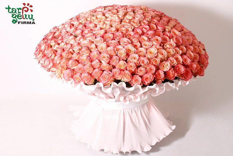 Ypatingam jausmų prisipažinimui – karališkos rožių puokštės