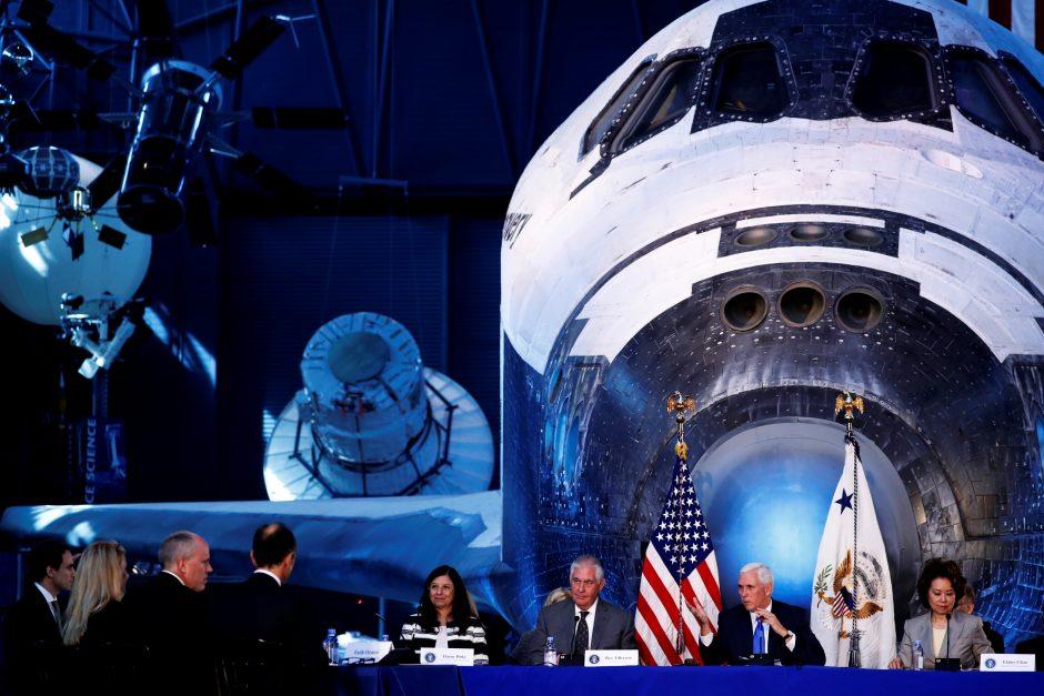 M. Pensas: amerikiečiai nuskris į Mėnulį, Marsą ir dar toliau