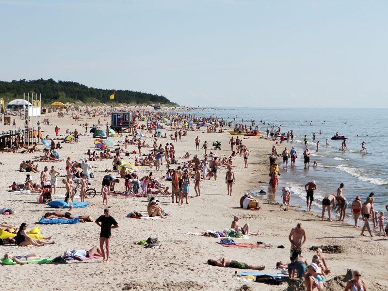 Įspėja poilsiautojus: Baltijos jūroje veisiasi sveikatai pavojingos bakterijos
