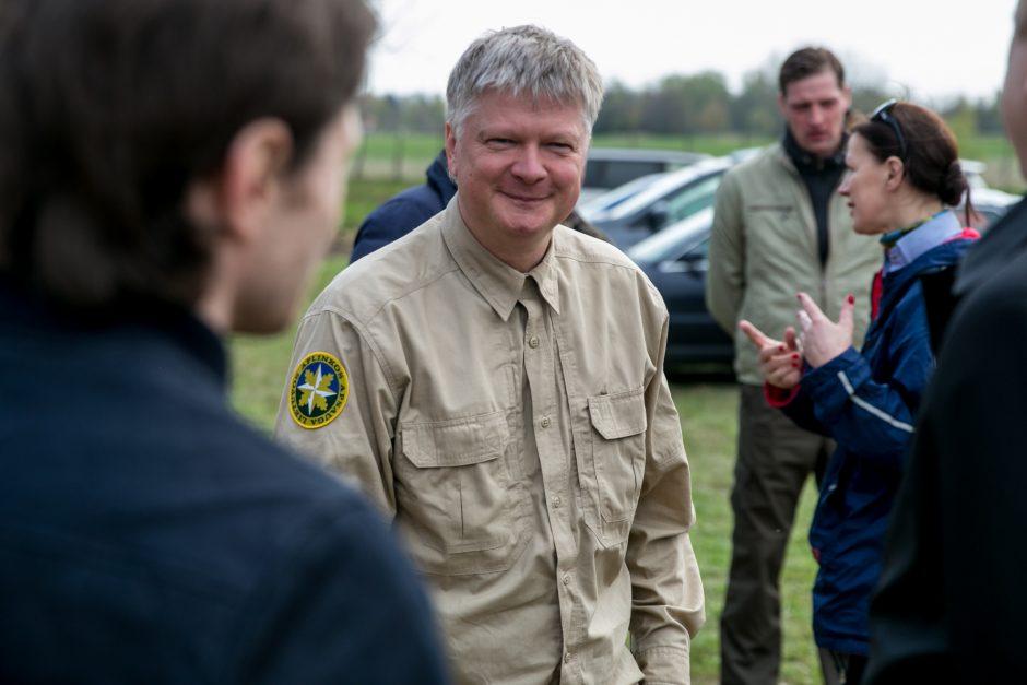 Ministras galanda kirvį valstybiniams miškams?