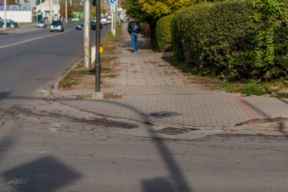 """Apie tvarkomą sankryžą Kaune: vėl eilinė darbininkų arba savivaldybės """"kliurka"""""""
