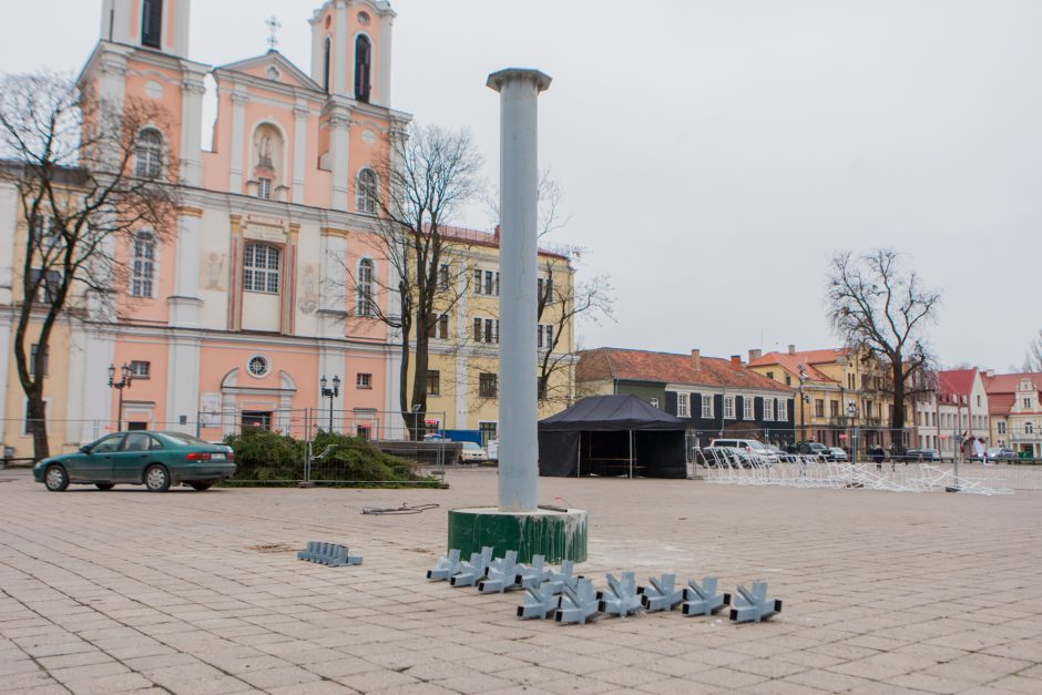 Į Rotušės aikštę atkeliavo Kauno Kalėdų eglė