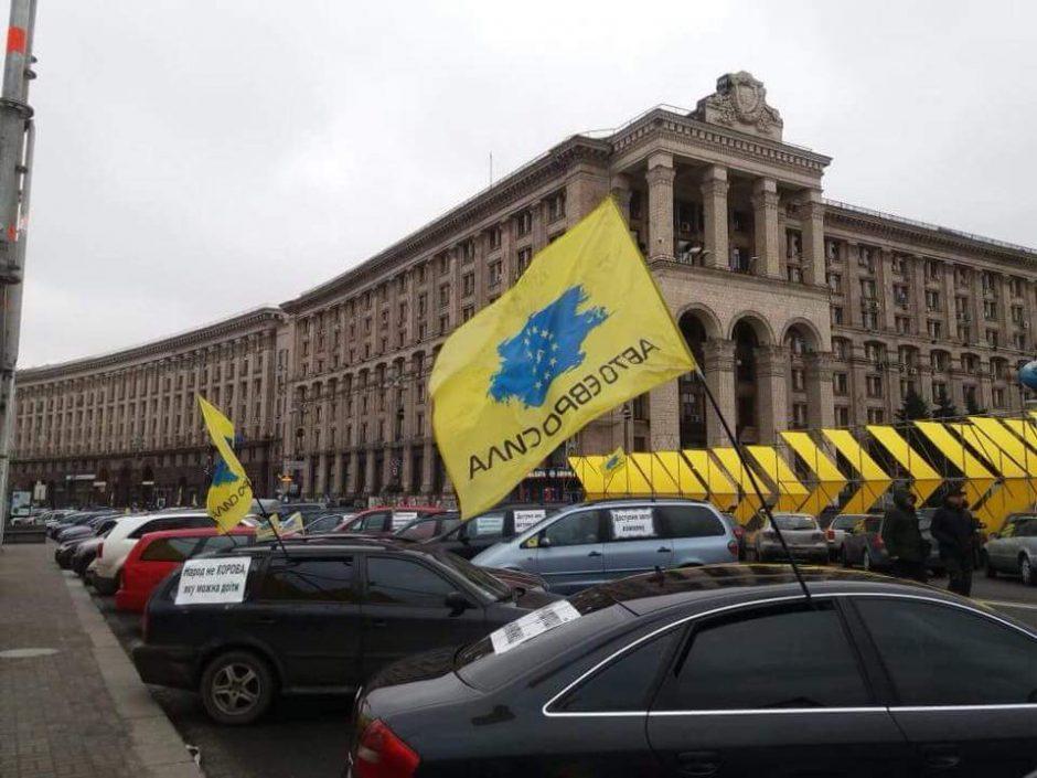 Lietuvoje registruoti automobiliai ukrainiečiams grasina bėdomis