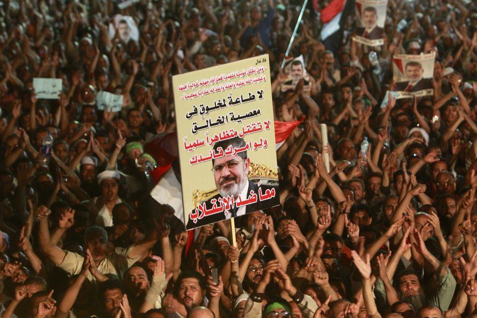 Kaire per Mursi šalininkų mitingus žuvo mažiausiai 72 žmonės
