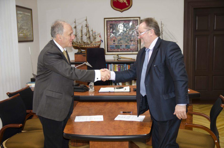KU pasirašė ketinimų bendradarbiauti sutartį su Edinburgo Napier universitetu