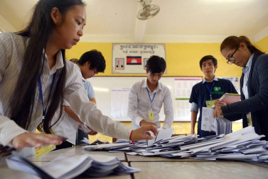 Kambodžos valdančioji partija paskelbė laimėjusi rinkimus