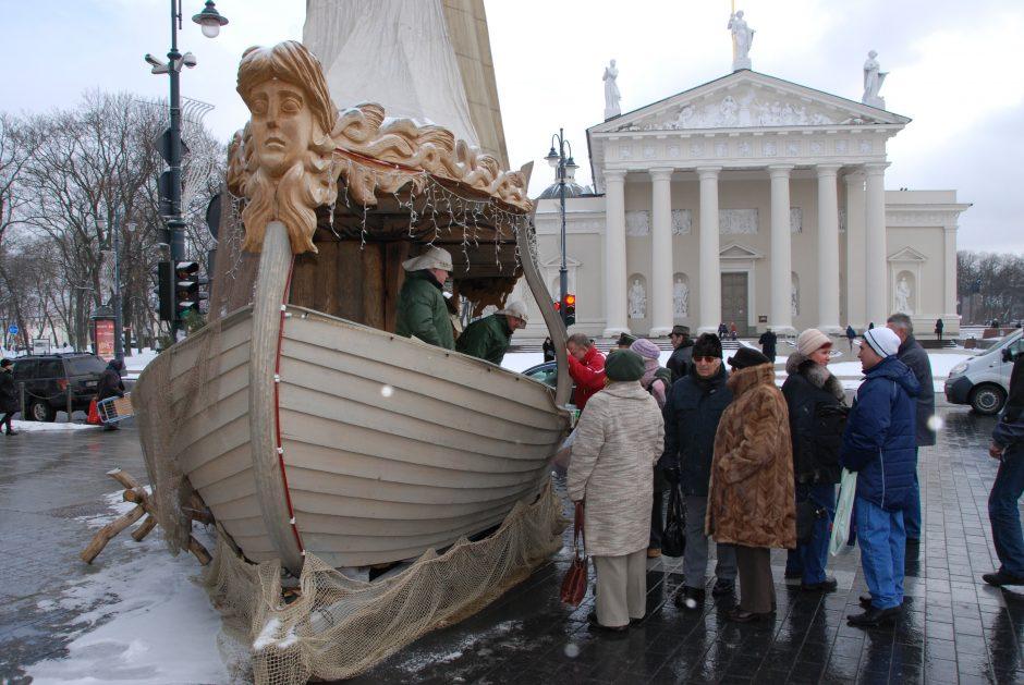 Verslininkas stebisi: prekiauti silkėmis iš laivo kalėdinėje mugėje jam neleidžia