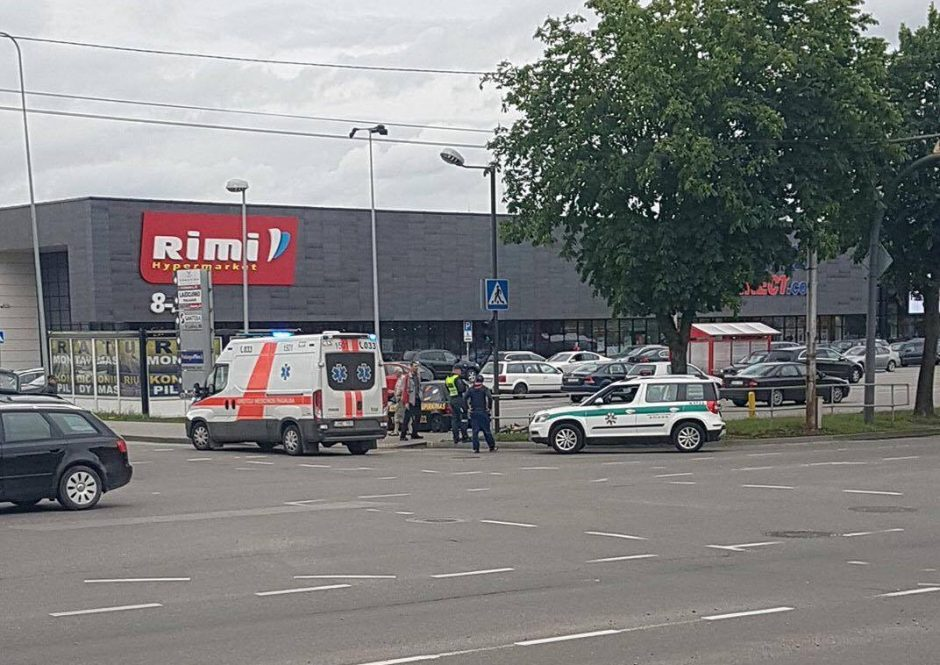Kaune automobilis partrenkė vaiką