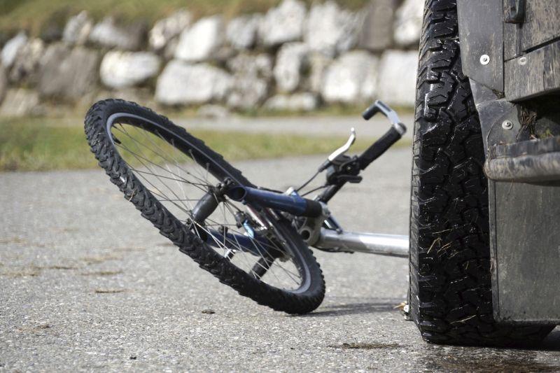 Palangoje automobilis sužalojo dviratininką