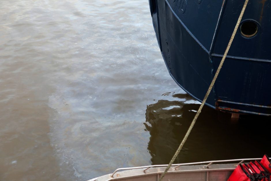 Klaipėdos uoste į vandenį išsiliejo alyva