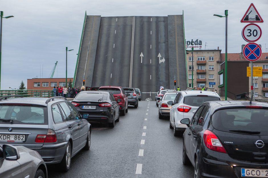 Dėl saugumo kilnojant Pilies tiltą – galvosūkiai