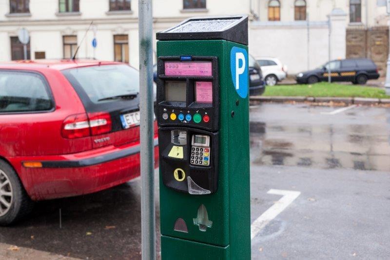 Vilniuje jau įrengta 20 bilietų automatų, naudojančių saulės energiją