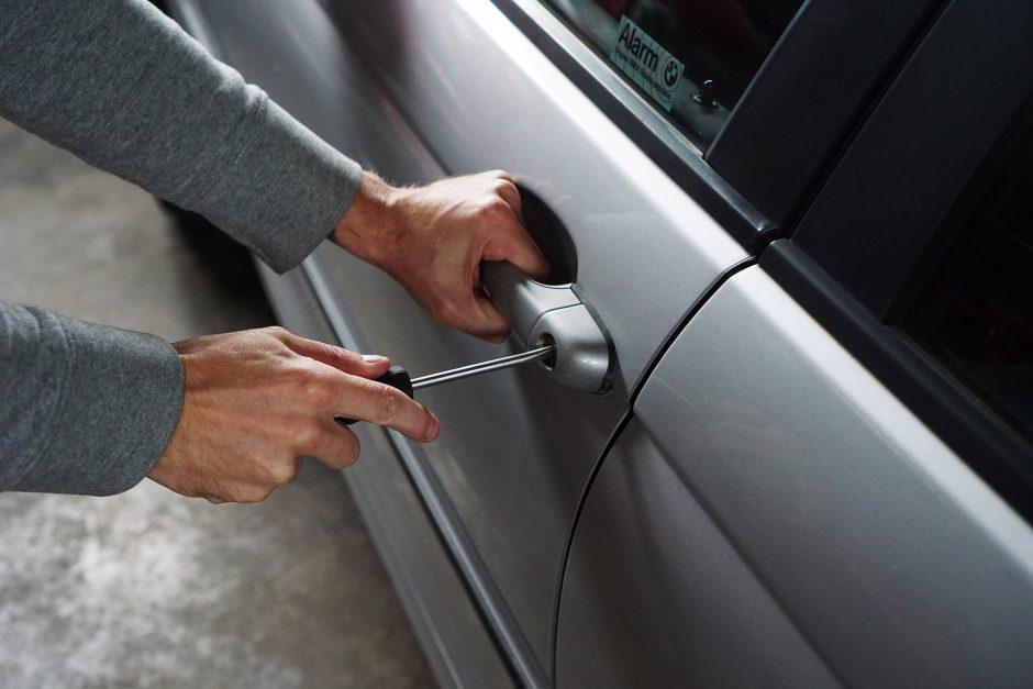 Nusikaltimo vietoje sučiuptas automobilį pagrobti kėsinęsis įtariamasis