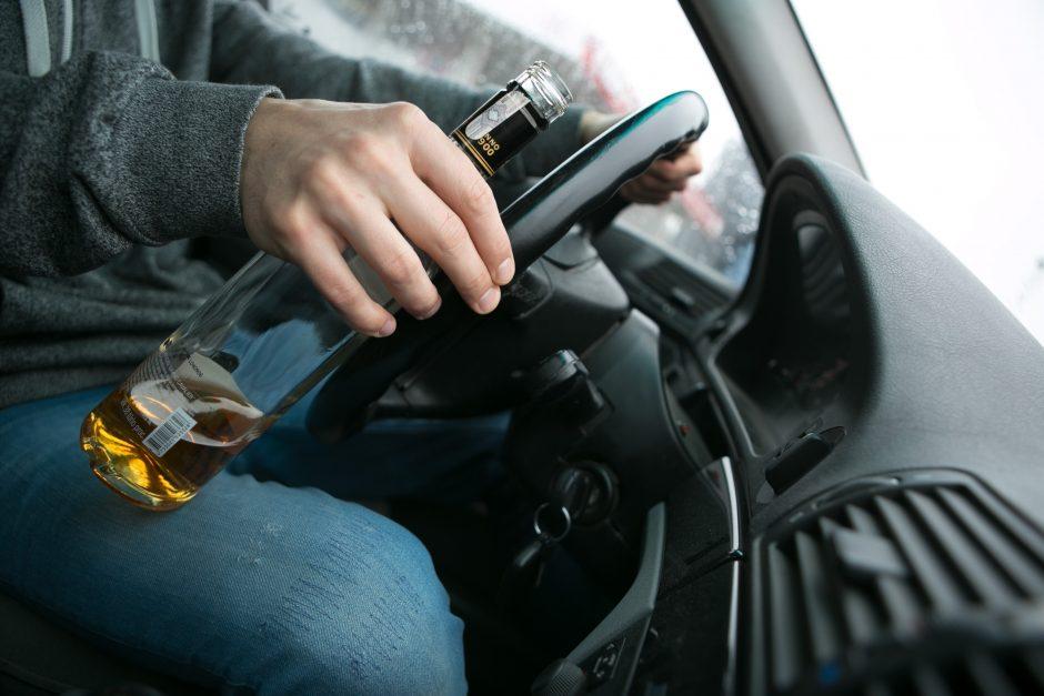 """Girtas """"Citroen"""" vairuotojas patupdytas už grotų"""