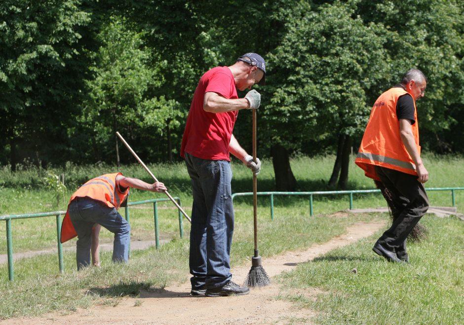 Viešieji darbai: iš pasamdytų bedarbių dažnai daugiau vargo nei naudos