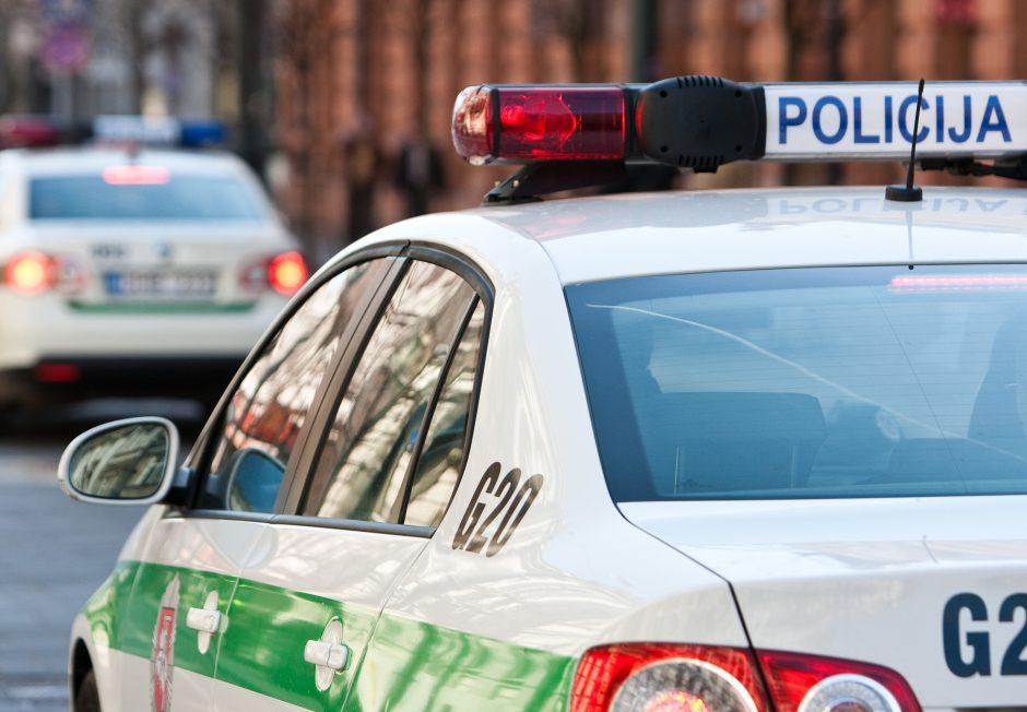 Neblaivūs chuliganai apspardė Klaipėdos patrulių automobilį