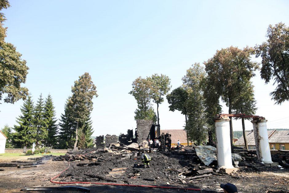 Sukrėsti Balbieriškio gyventojai: košmaras, kaip gaila sudegusios bažnyčios