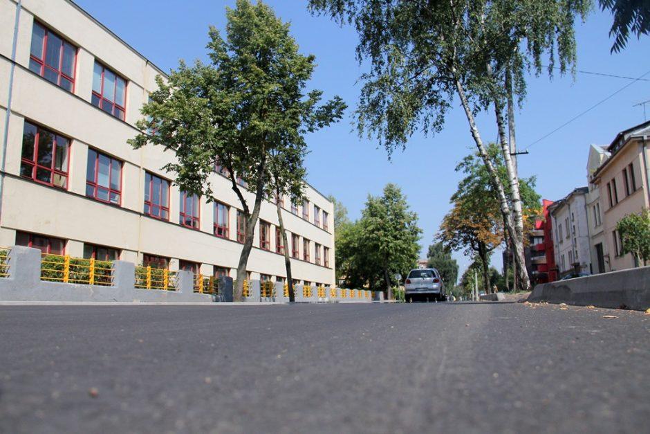 Aušros gatvėje nebeliko duobių: nauja asfalto danga kainavo pusę milijono litų