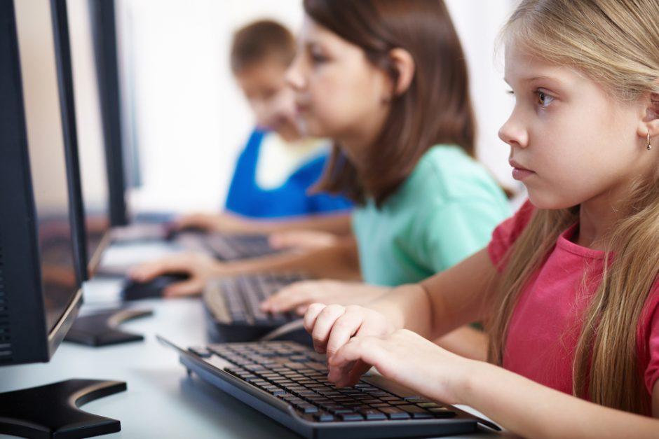 Kodėl reikia pasakyti gydytojui, kad vaikas vasarą praleido prie kompiuterio?