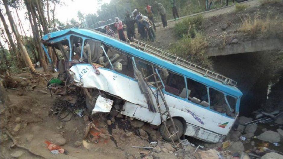 Etiopijoje nuo skardžio nulėkus autobusui žuvo 38 žmonės