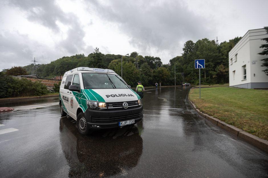 Policija prašo gyventojų pagalbos dėl automobilyje pašautos mažametės